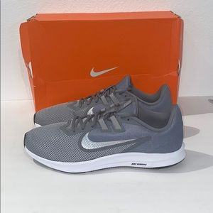 New auth Nike men's sneakers tennis shoes 10.5